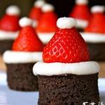 DIY好玩小甜点 草莓成圣诞帽子