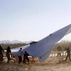 DIY制作的超大纸飞机