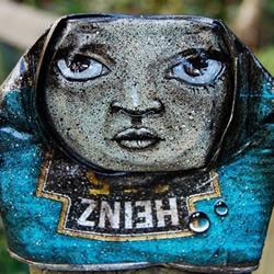 废弃易拉罐涂鸦而成的艺术品