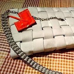 淘汰旧衣物制作漂亮包包的DIY方法