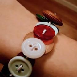 幼儿手工:DIY可爱的纽扣手镯