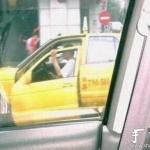 大哥,这样开车不嫌累么?