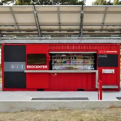 可口可乐公司利用货柜搭建的综合商店