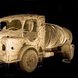 印度艺术家DIY的史前怪兽汽车模型