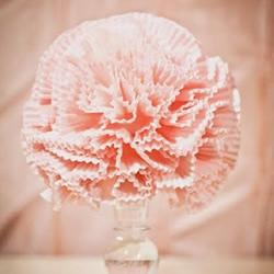 蛋糕杯变废为宝 手工DIY漂亮纸花花球