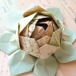 含苞待放的折纸玫瑰花