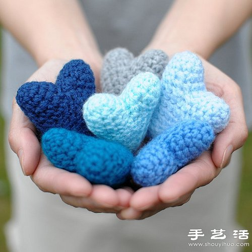 針織的藍色心形小玩意