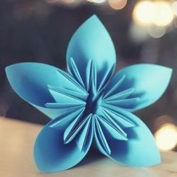 漂亮的折纸樱花手工艺品