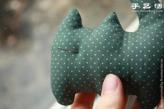 手工布艺猫咪靠枕/抱枕/玩偶/挂件制作图解 -  www.shouyihuo.com
