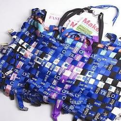 吊牌废物利用 创意DIY酷炫手提包