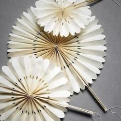 超美的手工折叠纸扇