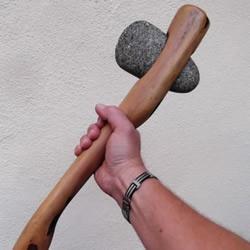 教你动手制作原始人最爱的武器——石斧