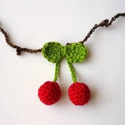 钩针DIY的可爱樱桃项链