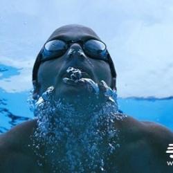 游泳时换气不会呛水的小技巧