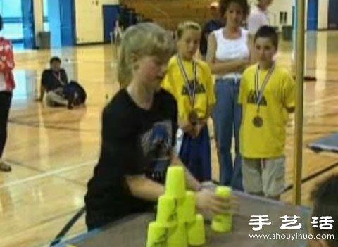 视频:世界级高手慢动作教你怎么玩好飞叠杯