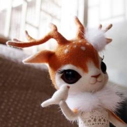 羊毛毡制作的漂亮梅花鹿玩偶