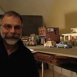 一位老人、一个小镇和一堆照片的故事