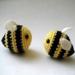 可爱的小蜜蜂针织手工艺品