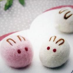 羊毛毡手工制作的治愈系兔子玩偶