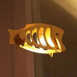 塑料板手工制作鱼儿吊灯的方法教程