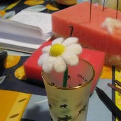 用羊毛毡制作可爱小花的方法教程