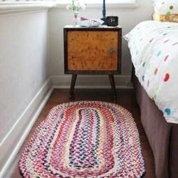 旧衣服变废为宝 改造制作超大地毯