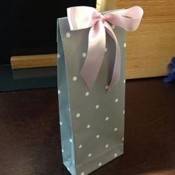 手工折纸制作经典的礼品包装袋
