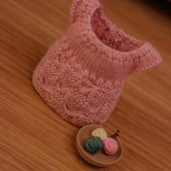 毛线织的迷你裙子手工艺品
