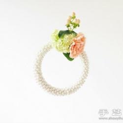 利用绣棚手工制作精致的装饰花环