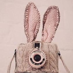 毛线织出来的长耳朵兔子相机包
