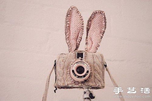 毛線織出來的長耳朵兔子相機包