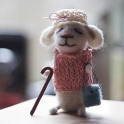 羊毛毡制作的老鼠太太
