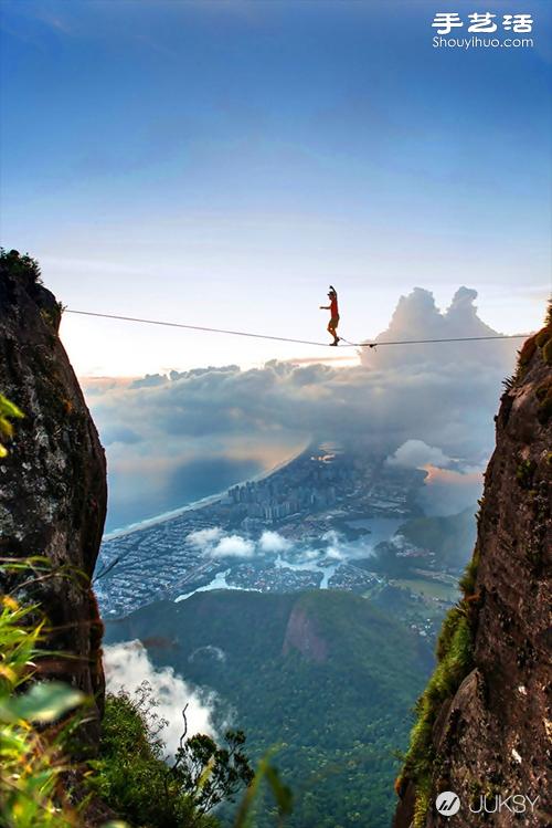 极限运动爱好者挑战生死一瞬间的危险边缘