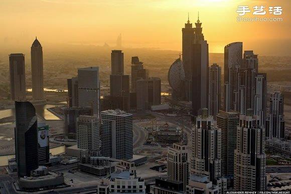 战斗民族攀高狂人挑战世界最高楼迪拜塔