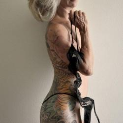 年轻时的美丽刺青,在年老时会成为什么?