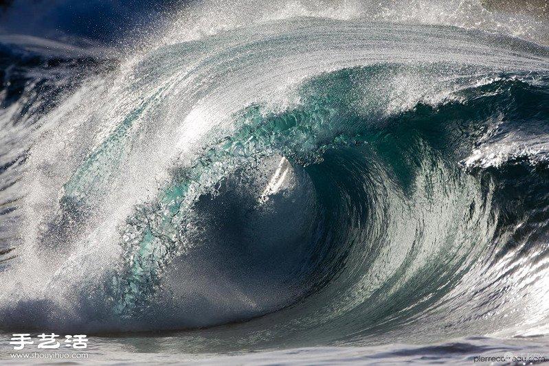 法國攝影師抓拍的凝固海浪驚人瞬間