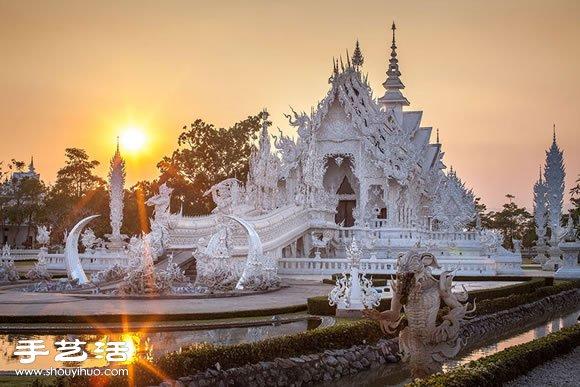 令人惊叹宛如座落于天堂的泰国白庙