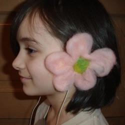 羊毛毡手工DIY制作耳机装饰花图解教程