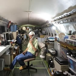 美国退休工程师改造波音飞机成自己的住