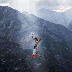 极限运动者的疯狂派对,吓破胆高山吊床
