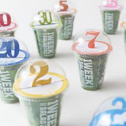 带超大号码牌的创意沙拉酱包装设计