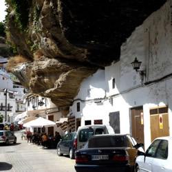西班牙石头镇 一出门就有泰山压顶的感觉!