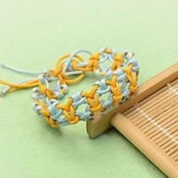两股绳编织带铜钱图案手链DIY图解教程
