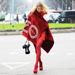 秋冬时尚穿搭 披上斗篷披肩做个潇洒女生