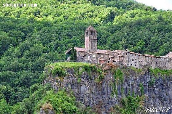 悬崖上的西班牙村庄 这里的居民一定不恐高