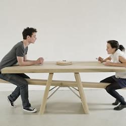 注意餐桌礼仪!趣味翘翘板餐桌设计