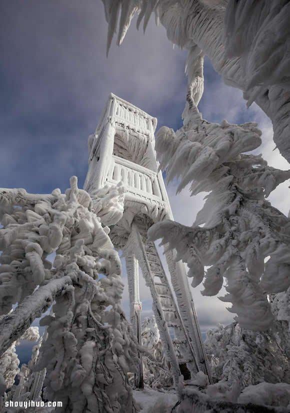 斯洛維尼亞山區極端冰雪場景攝影作品