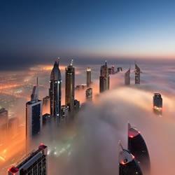 高楼上杜拜城市摄影 发现云雾上的天空之城