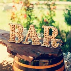 葡萄酒瓶和软木塞变废为宝 DIY婚礼小饰品