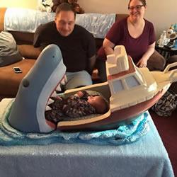 大白鲨造型雕刻婴儿床 给侄子的最温馨礼物